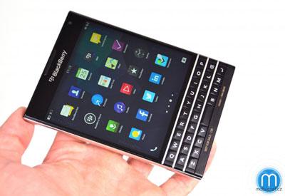 ब्लाकबेरीको निकै अनौठो पासपोर्टजस्तो स्मार्टफोन