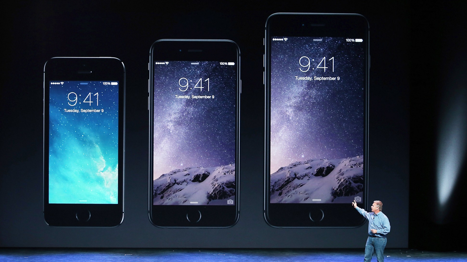 एप्पलको दुई नयाँ स्मार्टफोन र पहिलो स्मार्टवाच सार्वजनिक