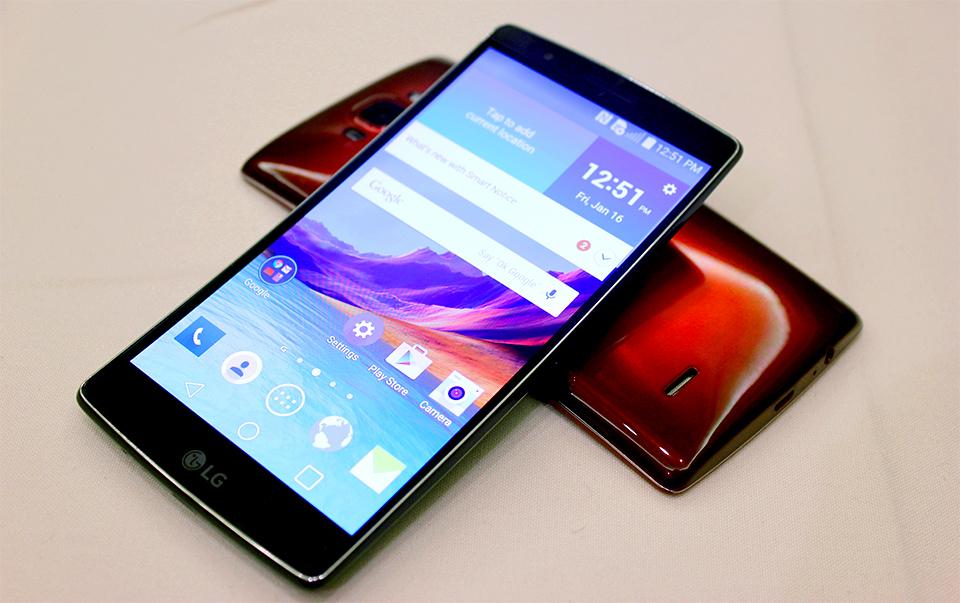 एलजीले कर्ब्ड स्मार्टफोन 'जी फ्लेक्स२' सार्वजनिक गर्यो