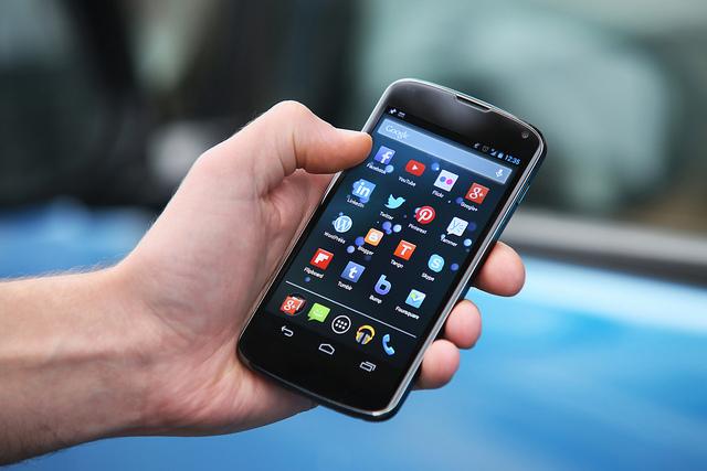 यसरी स्मार्टफोनबाट एप्सलाई एसडी कार्डमा सार्नुस्, स्टोरेज कमी र ह्यांग हुने समस्याबाट मुक्ति पाउनुस्