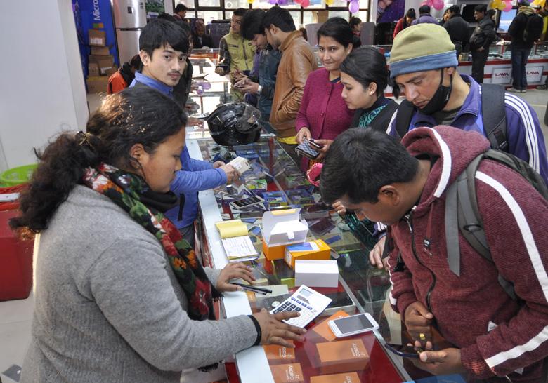 कोभिड-१९ महामारीमा सहयोग गर्ने बेलामा कहाँ लुकेका छन् मोबाइल ब्राण्डहरु, छैनन् कुनै योजना