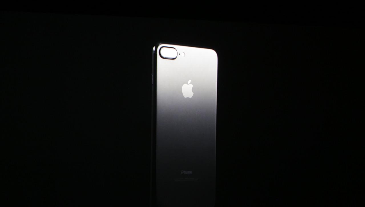 एप्पलको आईफोन सेभेन तथा सेभेन प्लस सार्वजनिक, नयाँ एप्पल वाच पनि घोषणा