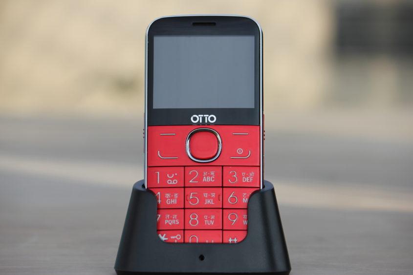 ओटो ब्राण्डको फिचर फोन 'रियो' बजारमा, विशेष डकमार्फत फोन चार्ज हुने