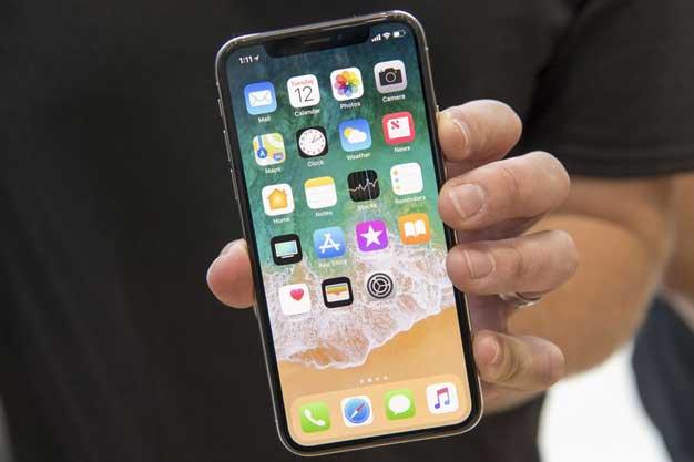 एप्पल आइफोनको लागि टचलेस कन्ट्रोल र कर्ब्ड स्क्रीन परिक्षण गर्दै