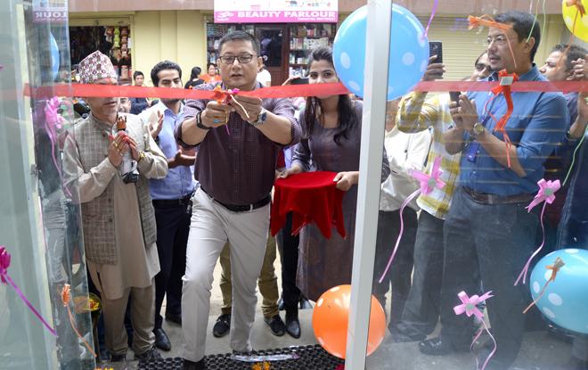 सुबिसुको सेल्स आउटलेट सुविसु स्टेशन काठमाडौंको कलंकीमा