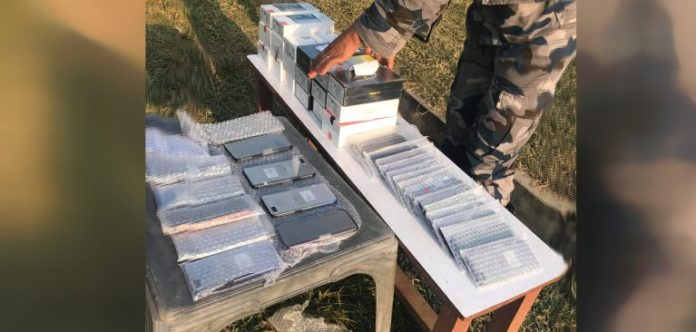 भन्सार छली गरेर ल्याएका ४४ थान मोबाइल काठमाडौं ल्याउँदै गर्दा बरामद