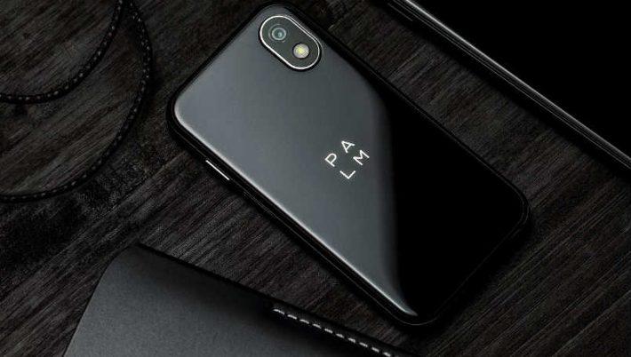 टिसिएलको पाम फोन अनलक्ड भर्सनमा उपलब्ध, हत्केलाभित्रै अटाउने ३.३ इन्चको स्क्रीन भएको फोन