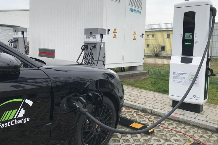 इलेक्ट्रीक कार १५ मिनेटमा नै चार्ज गर्न सकिने, बिएमडब्लू, पोर्चे र सिमेन्सले बनाए चार्जिंग स्टेशन