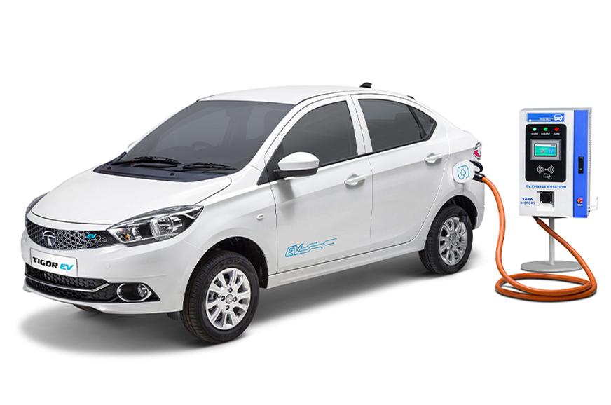 टाटा मोटर्सको पहिलो इलेक्ट्रिक भेहिकल 'टिगोर इभी' सार्वजनिक, एक चार्जमा १४२ किलोमिटरसम्म चल्ने