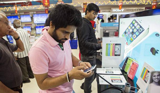 भारतमा अप्रिल १ देखि मोबाइल र एसेसरिजको मूल्य बढ्ने, नेपाली बजारमा पनि मूल्य महंगो हुने