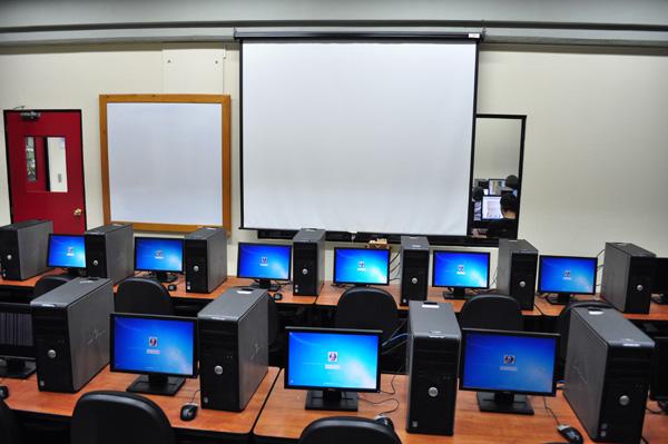 प्रविधिमैत्री बन्दै सामुदायिक विद्यालयहरु, डिजिटल हाजिरी र मल्टिमिडियाबाट अध्यापन