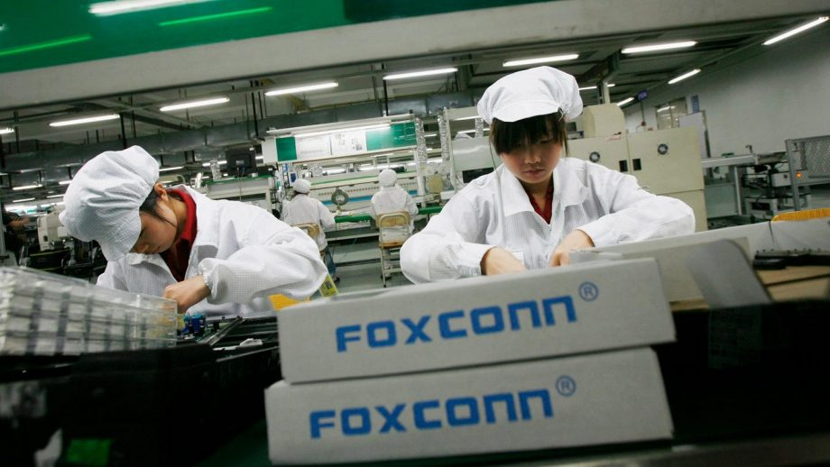 एप्पलको आपूर्तिकर्ता कम्पनी फक्सकनको नाफा मार्चमा ७.७ प्रतिशतले घट्यो