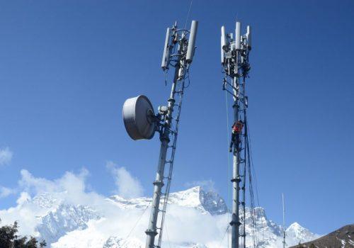 फोन गर्न डाँडामा जानुपर्ने बाध्यता, नेपाल टेलिकमको मोबाइल नेटवर्कले काम नगर्ने