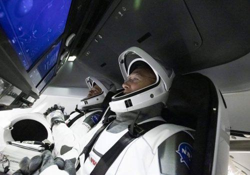 स्पेसएक्सको पहिलो मानवसहितको रकेट प्रक्षेपण सफल, दुई यात्रीसहित अन्तरिक्ष उडानमा