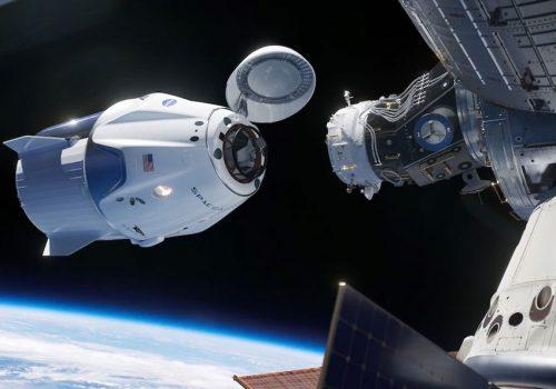 स्पेसएक्सको क्रु ड्रागन स्पेसक्राफ्टमार्फत अन्तरिक्ष यात्रीहरु अन्तराष्ट्रिय स्पेस स्टेशनमा प्रवेश