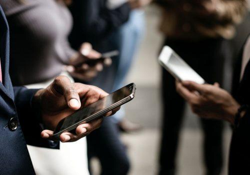 थाहा पाउनुहोस् स्मार्टफोनका सँधै कामलाग्ने ५ सुबिधा, जसले फोटो सुरक्षित र ब्याट्री बचाउँछ