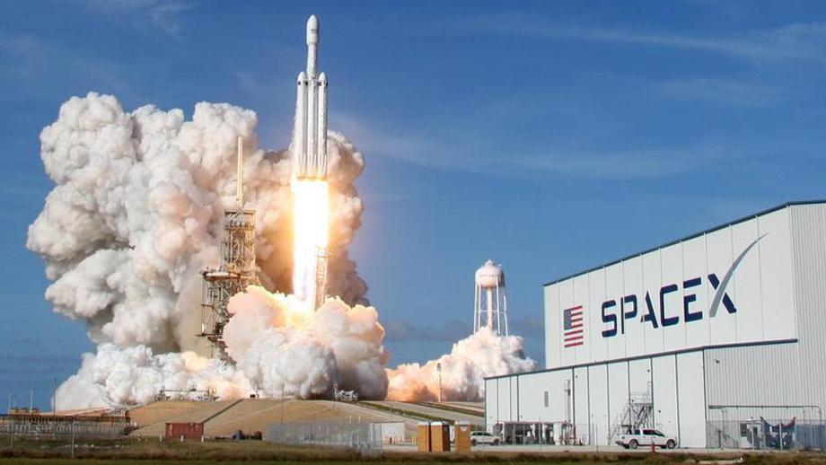 एलन मस्कको स्पेसएक्सलाई चन्द्र अन्तरिक्षयानको विकास रोक्न नासाको आदेश