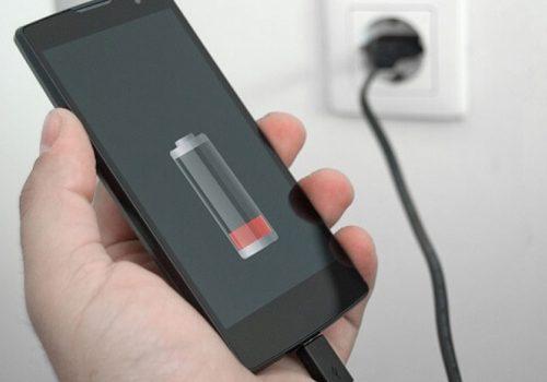 स्मार्टफोन चार्ज गर्दा बिर्सेर पनि यी गल्तीहरू नगर्नुहोस्, जसले हुनसक्छ ठूलो नोक्सान