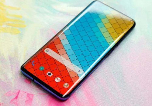 स्मार्टफोनको ब्याक प्यानलको रंग परिवर्तन गर्न सकिने प्रविधियुक्त स्मार्टफोन, सेकेण्डमै बदलिन्छ रंग
