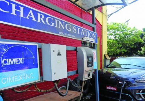 विद्युतीय सवारी साधन चार्जिङ स्टेसन निर्माणको सम्झौता गरिँदै