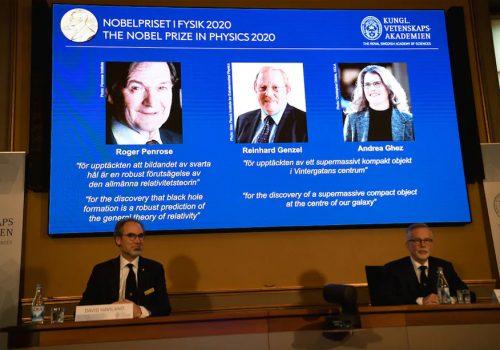 ब्ल्याक होल अनुसन्धानकर्ता वैज्ञानिकहरुले पाए यो वर्षको भौतिकशास्त्रको नोबेल पुरस्कार
