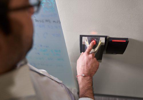 माइक्रोसफ्टले पासवर्डको सुविधा अर्को वर्षदेखि हटाउँदै, 'पासवर्डलेस' टेक्नोलोजी ल्याउने