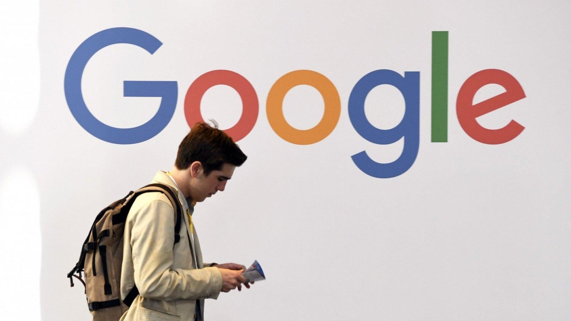 एप्पलको भन्दा २० गुणा बढी स्मार्टफोन प्रयोगकर्ताको डाटा गुगलले संकलन गर्नेः अध्ययन
