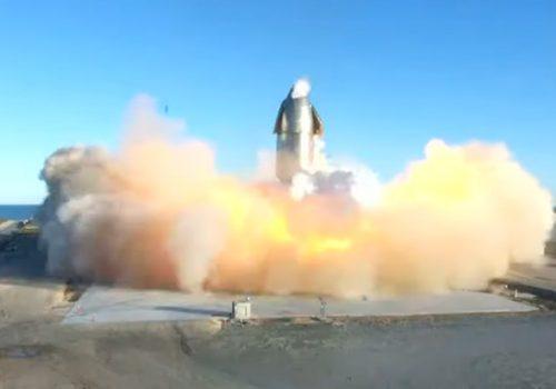 स्पेसएक्सको स्टारशिप रकेटको सफल अवतरण तर त्यसपछि पड्कियो