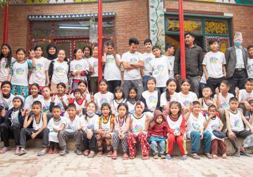 फागुमा ग्यापुसँग रमाए बालगृहका स-साना बालबालिका