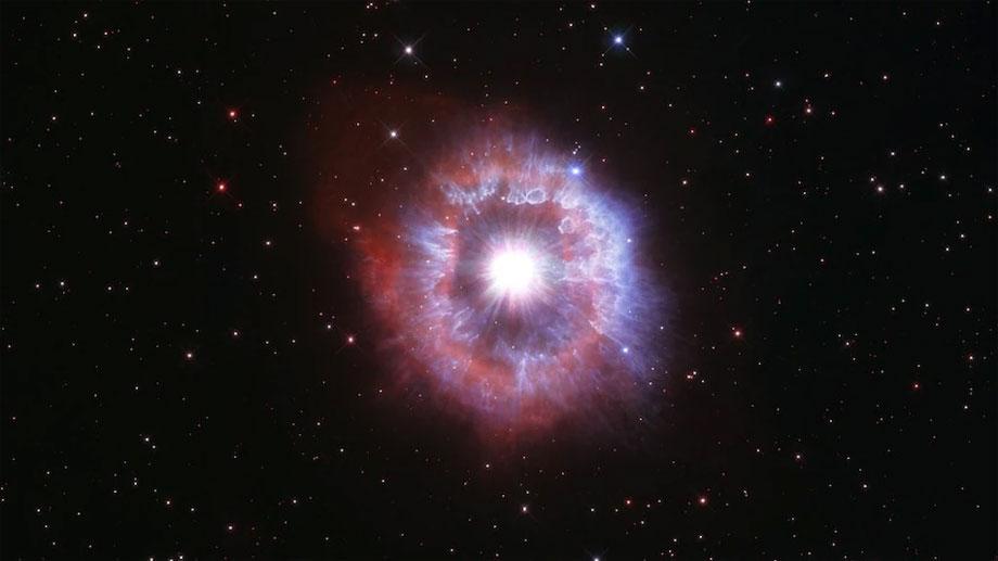हबल स्पेस टेलिस्कोपको ३१ औं वार्षिकोत्सवमा नासाद्धारा चम्किलो ब्लूस्टारको तस्वीर सार्वजनिक