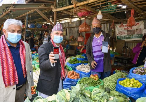 माछापोखरी फलफूल तथा तरकारी बजारमा बैंक अफ काठमाण्डूको क्यूआर कोड सेवा