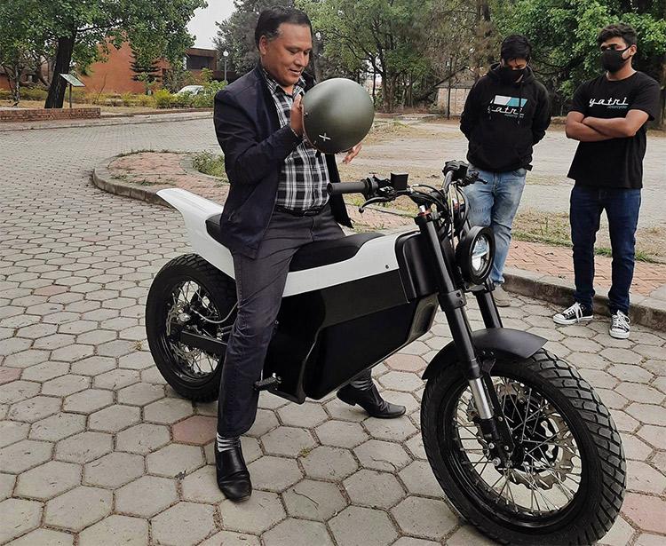 नेपालमै बनेको पहिलो इलेक्ट्रिक मोटरबाइक यात्रीको बुकिङ्ग, खुला यस्तो छ मूल्य र विशेषताहरु