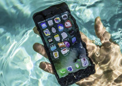 वर्षामा तपाईँको मोबाइल फोनलाई यसरी पानीबाट बचाउनुस्, पानीमा भिजेमा के गर्ने? हेर्नुस् उपायहरु