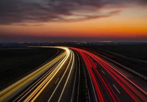 विद्युतीय गाडी गुड्दा चार्ज हुने सडक बनाउने कंक्रिटको परीक्षण गर्दै अनुसन्धानकर्ताहरु