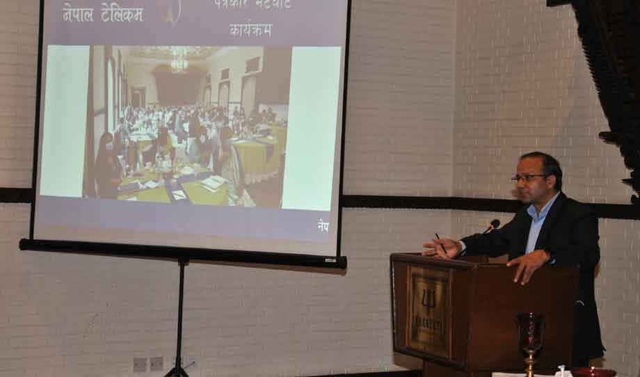नेपाल टेलिकमको वार्षिक नीति तथा कार्यक्रम बारे जानकारी दिँदै प्रबन्ध निर्देशक डिल्लिराम अधिकारी