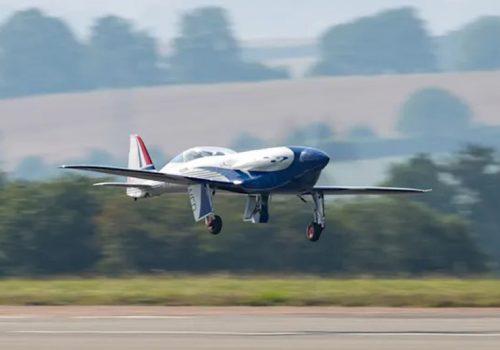 रोल्स रोयसको पूर्ण विद्युतीय विमानद्वारा १५ मिनेटको यात्रा तय