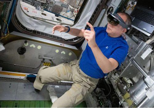 अब नासाका अन्तरिक्षयात्रीले उपकरणहरु मर्मत गर्न अग्मेन्टेड रियालिटीको प्रयोग गर्ने