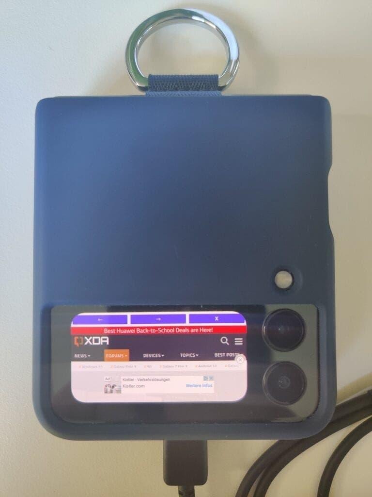 ग्यालेक्सी जेड फ्लिप ३ फाइभजी फोल्डेबल स्मार्टफोनको बाहिरी स्क्रीनमा 'बग' भेटियो